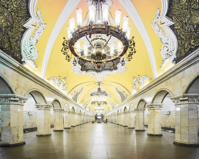 Bukuria Hipnotizuese e Stacionit të Metrosë Historike të Rusisë