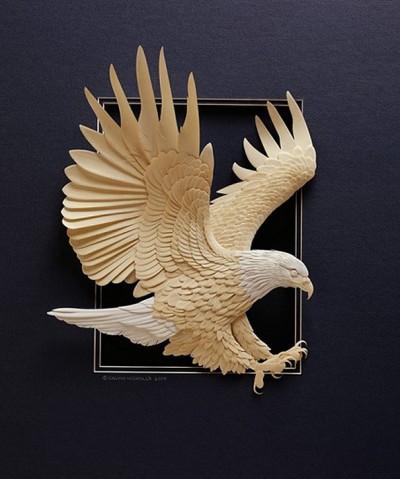 Skulptura prej letre ekstremisht të detajuara të kafshëve dhe shpendëve