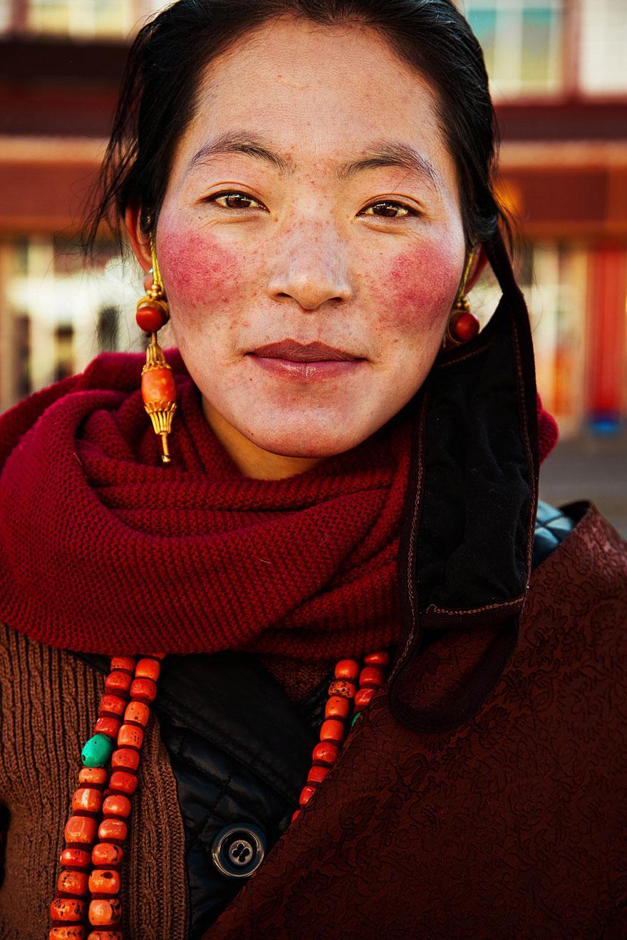 woman-beauty-atlas-mihaela-noroc-197__880