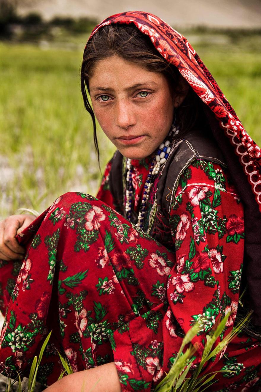 woman-beauty-atlas-mihaela-noroc-307__880
