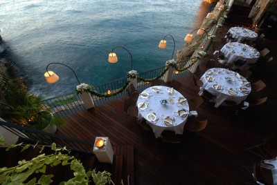 Restoranti I ndërtuar brenda një shpelle ofron një përvojë unike përgjatë Detit Adriatik