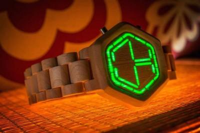 Smart Watch e teknologjisë së lartë e bërë me DRU