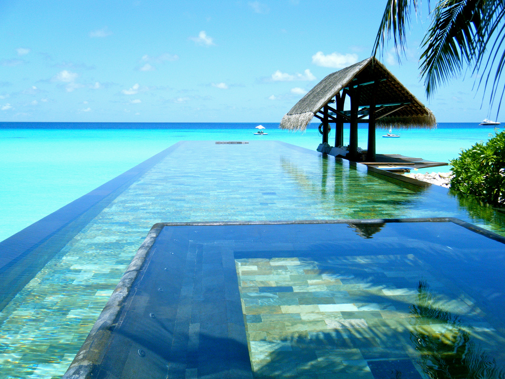 3-The-One-Only-Resort-Reethi-Rah-has-an-amazing-infinity-pool.-Photo-by-Sarah-Ackerman-Flickr