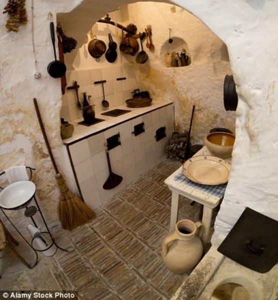 Qyteti 9000-vjeçar evropian ku njerëzit ende jetojnë në shpella