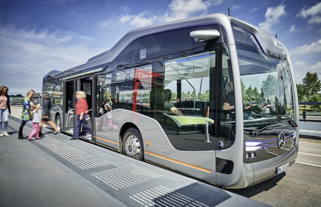 "Mercedes Benz prezanton ""autobusin e së ardhmes"" (VIDEO)"