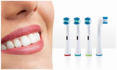 """Dhëmbë të pastër dhe të bardhë për dy minuta. Furça që ju """"këshillon"""" si të pastroni dhëmbët tuaj"""