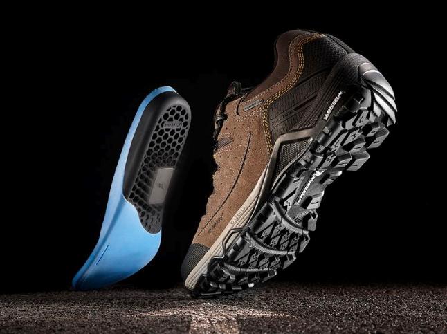 Këpucët inteligjente që udhëzojnë për rrugën ku duhet të shkoni