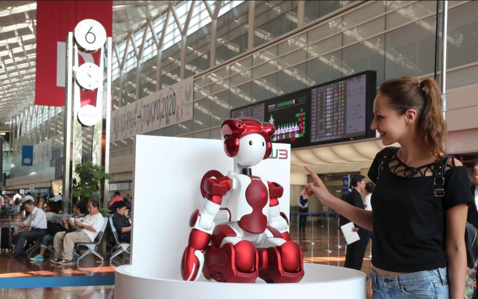 Krijohet roboti që ndihmon njerëzit kur humbin në aeroport