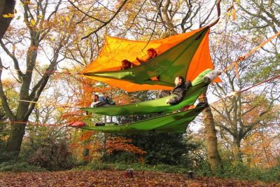Të flesh në mes të pemëve me këto tenda të varura