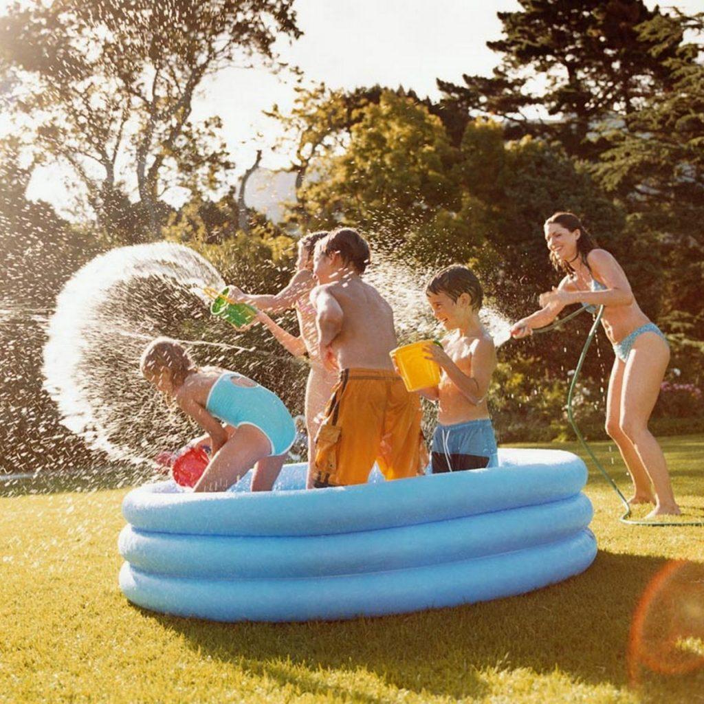 Këtë verë krijo resortin e ëndrrave në shtëpinë tënde/ Ja pishinat që ju duhen