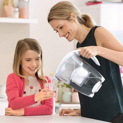 Ujë me klor dhe pesticide? Jo më! Ja pse të duhet ne shtëpi një Kanë Filtruese BRITA!